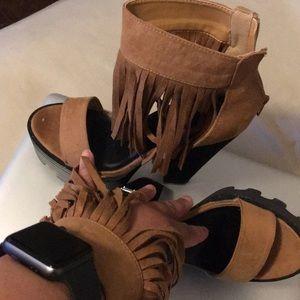 Super cute platform fringe sandals ❤️Wild Diva❤️